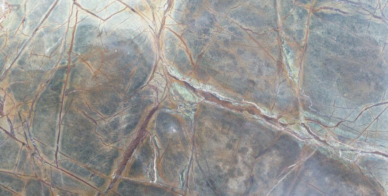 אבן בגוון ירוק - ברונזה